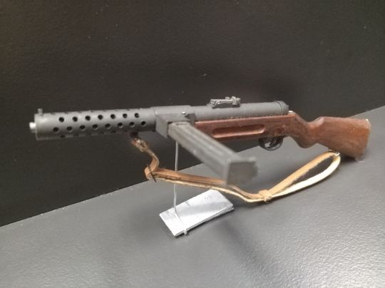 Diecast and wooden MP28 Submachinegun (Brown)